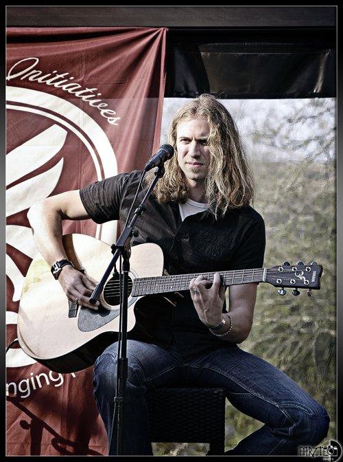 Emmanuel Creis Equinox singer